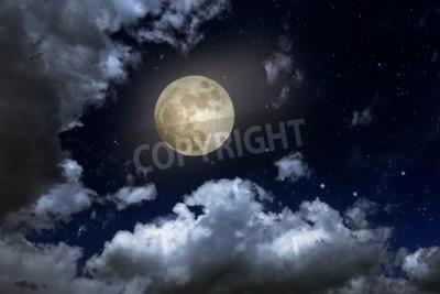 Fototapeta Pełnia księżyca w gwiaździstą noc z niektórych chmur