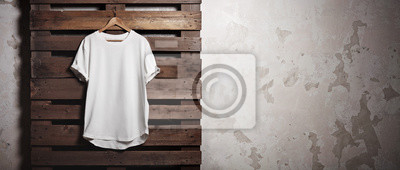 Fototapeta Photo biały tshirt wiszące przed betonowym murem. Szeroki