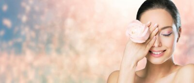 Fototapeta Piękna brunetka w lekkim makijażu.