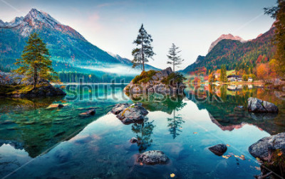 Fototapeta Piękna jesień scena Hintersee jezioro. Kolorowy ranku widok Bawarscy Alps na austriak granicie, Niemcy, Europa. Piękno natury pojęcia tło.