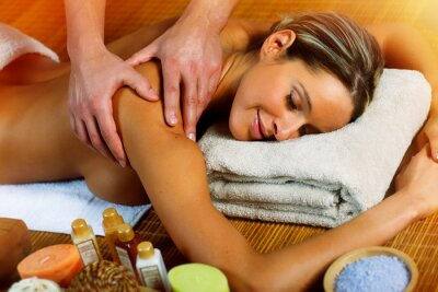 Piękna kobieta o masaż.