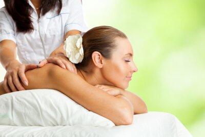 Fototapeta Piękna kobieta w procedurze masażu