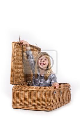 Piękna mała dziewczynka uśmiecha się z blond włosy