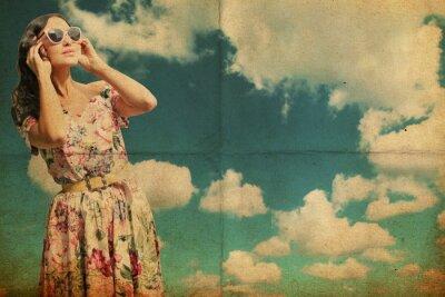 Fototapeta Piękna młoda kobieta w białej sukni