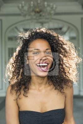 Piękna Portret całkiem młoda kobieta z pięknym mak mulat