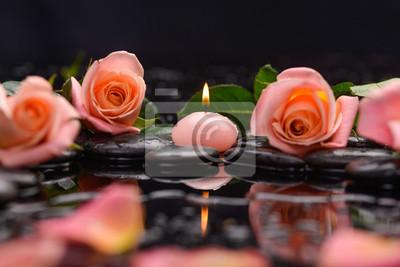 Piękna róża, płatki z świec i terapii kamieniami