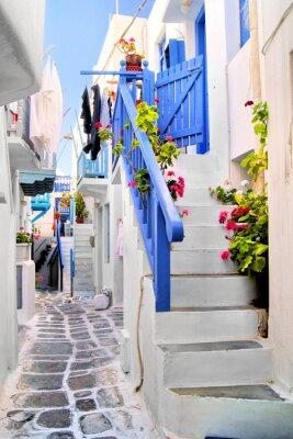 Fototapeta Piękne bielonymi ulic w starej części miasta Mykonos, Grecja