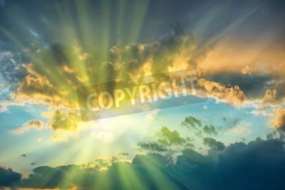 Fototapeta Piękne błękitne niebo ze słońcem świecącym przez chmury
