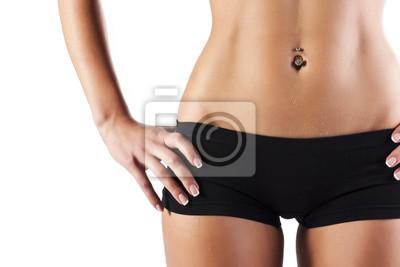 Piękne ciało kobiety w czarnej bieliźnie bawełnianej