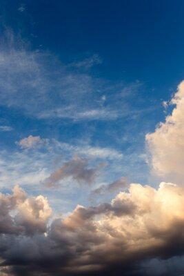 Fototapeta piękne niebo z chmurami w godzinach wieczornych