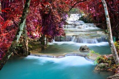 Fototapeta Piękne wodospad w lesie jesienią