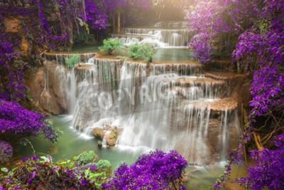 Fototapeta Piękne wodospad w lesie jesienią, głęboki las wodospad w prowincji Kanchanaburi, Tajlandia