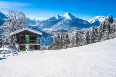 Fototapeta Piękny krajobraz górski w Alpach Bawarskich w miejscowości Berchtesgaden i Watzmann masywu w tle w świt, Nationalpark Berchtesgadener, Bawaria, Niemcy