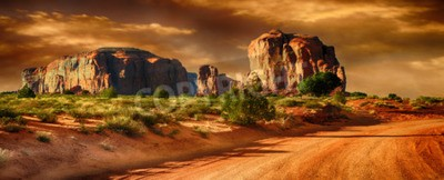 Fototapeta Piękny panoramiczny obraz drogi przez Monument Valley