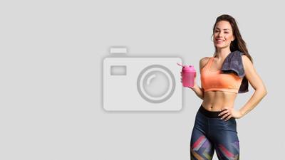 Fototapeta Piękny sprawności fizycznej dziewczyny pozować