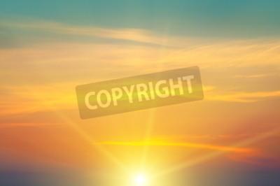 Fototapeta Piękny wschód słońca i pochmurne niebo