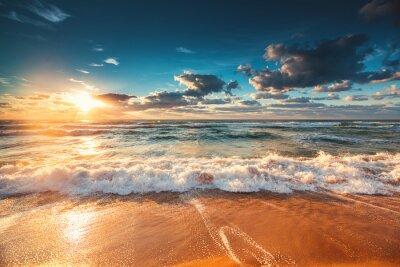 Fototapeta Piękny wschód słońca nad morzem