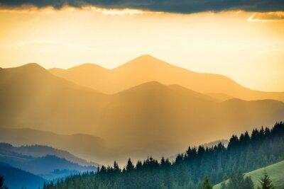 Fototapeta Piękny zachód słońca w górach