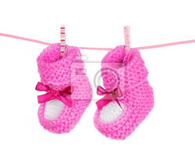 pink pantofelki niebieskie na białym tle