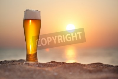 Fototapeta Piwo na zachód słońca