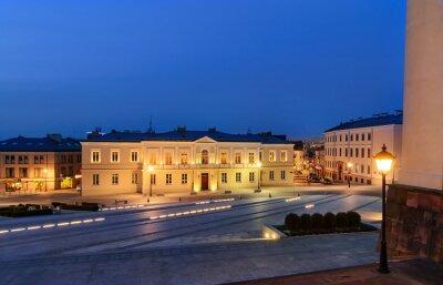 Fototapeta placu Marii Panny w Kielcach, po zachodzie słońca.