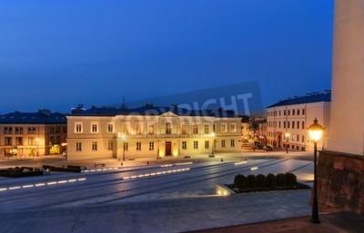 Fototapeta placu Marii Panny w Kielcach, w Polsce, Europie, po zachodzie słońca.