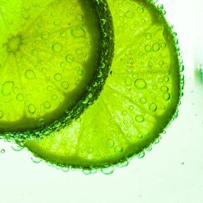 Fototapeta Plasterek wapna z kropli wody