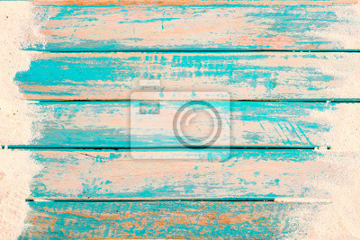 Fototapeta Plażowy tło - odgórny widok plażowy piasek na starej drewnianej desce w błękitnym dennym farby tle. koncepcja wakacji letnich. vintage odcień koloru.