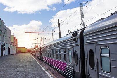 Fototapeta Pociąg pasażerski na stacji