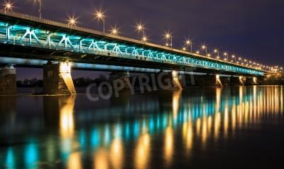 Fototapeta Podświetlony most w nocy i odzwierciedlenie w water.Bridge Gdańskim