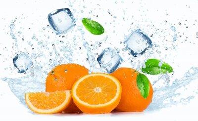 Fototapeta Pomarańcze z odpryskami wody