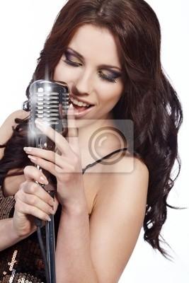 Fototapeta pop wokalistka z mikrofonem retro