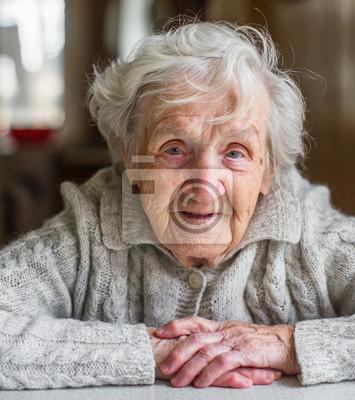 Fototapeta Portret bardzo starej kobiety, na emeryturze.