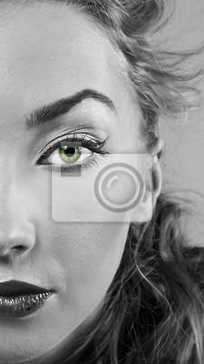 Portret blond Dziewczyna z stylowe makijaż