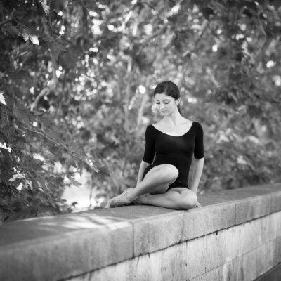 Fototapeta Portret młodej baletnicy wraz Tevere Riverside w Rzymie.