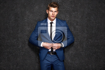 Fototapeta Portret przystojny biznesmen na czarnym tle