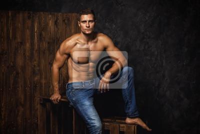 Fototapeta Portret przystojny mięśniowy i seksowny mężczyzna