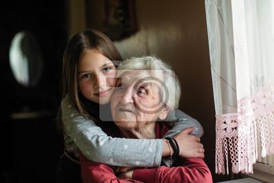Fototapeta Portret starszej kobiety z młodą wnuczką.