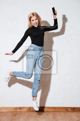 5ceb1521 https://redro.pl/fototapeta-blond-kobieta-picia-z-kubka-papierowego ...