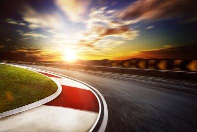 Fototapeta Poruszony tor wyścigowy, ciepły nastrój