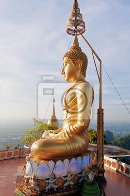 Posąg Buddy na szczycie Tiger Temple (Wat Tham Suea)