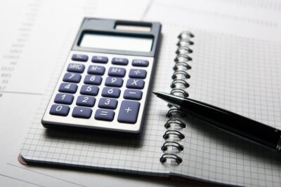 Fototapeta pracy na kalkulatorze i papierów