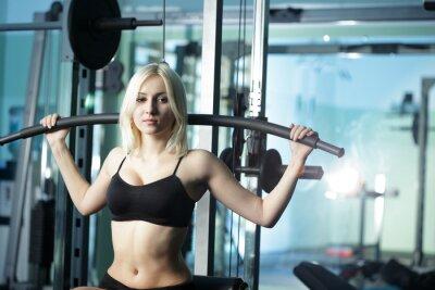 Fototapeta Pretty młoda kobieta w klubie zdrowia