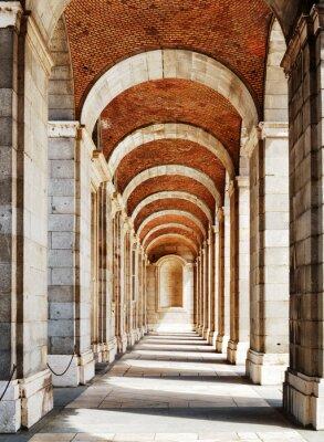Fototapeta Przejście z łuków i kolumn do Pałacu Królewskiego