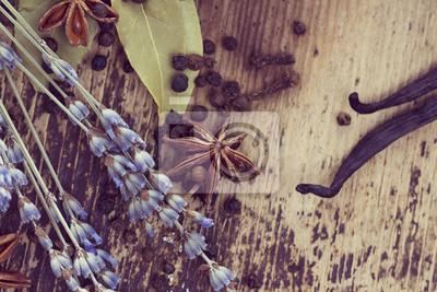 Fototapeta Przyprawy na drewnianych tle