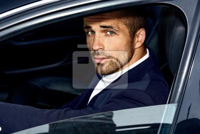 Fototapeta Przystojny mężczyzna w samochodzie. Luksusowe życie.