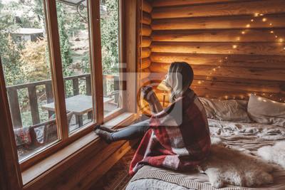 Fototapeta Przytulny zimowy weekend w chatce