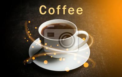 Puchar gorącej i aromatycznej kawy na ciemnym tle