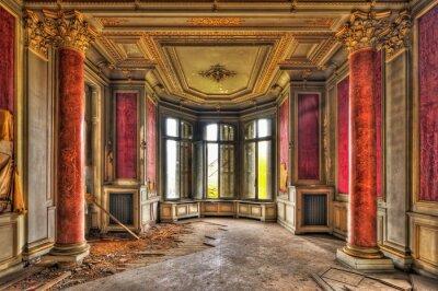 Fototapeta Pusty majestatyczny pokój w opuszczonym dworku