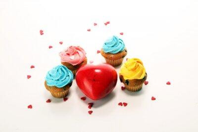Fototapeta Pyszna babeczka na Walentynki. Tradycyjny domowy z czerwonymi różami